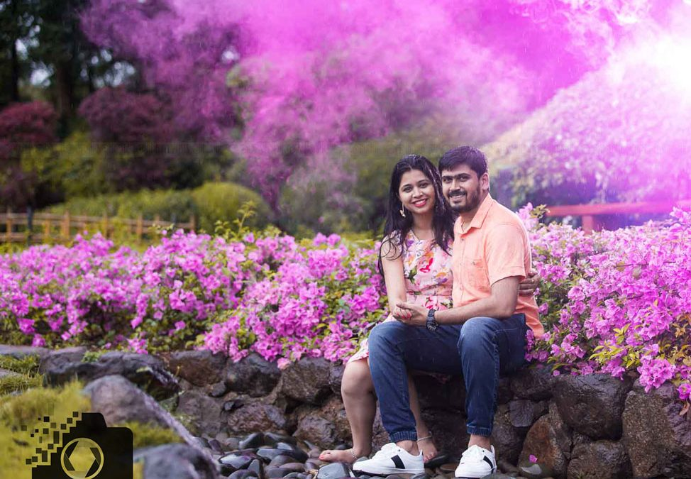 pre wedding photoshoot in pune color bomb