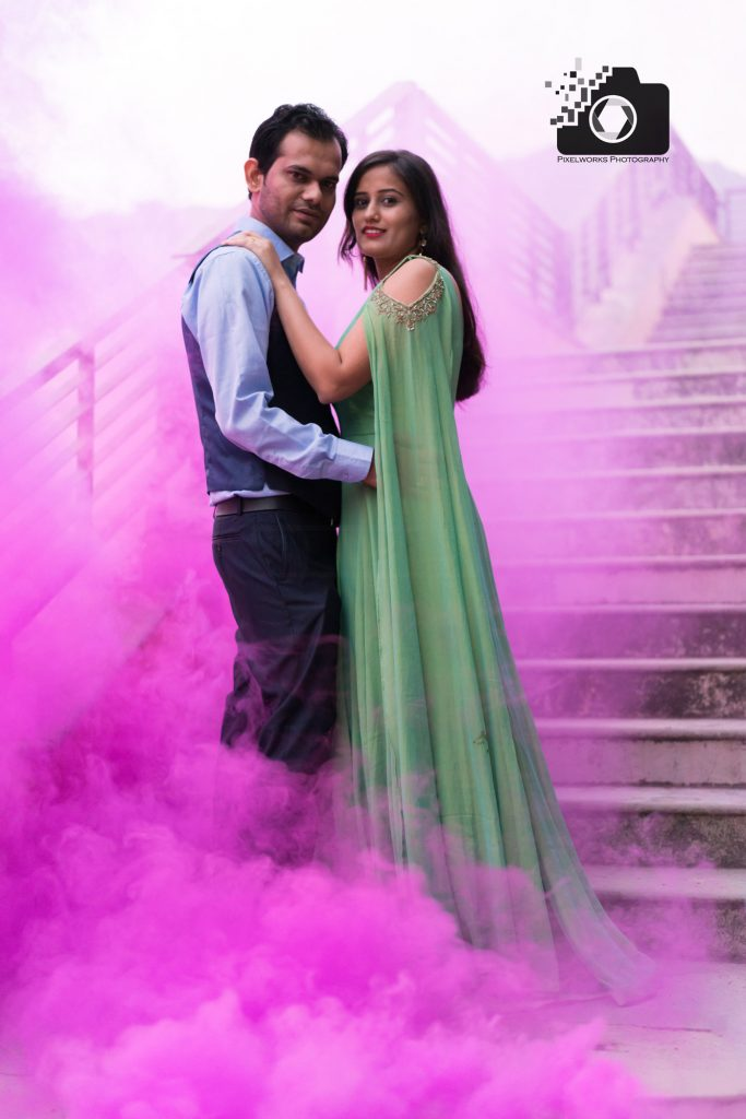 Pre wedding photo shoot trends 2018 smokebomb